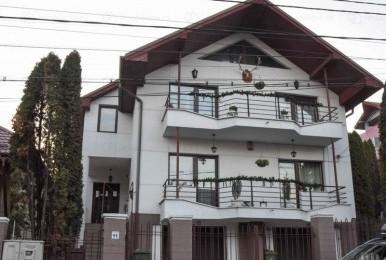 Casa spațioasă cu suprafața de 363 mp, zona Andrei Mureșanu