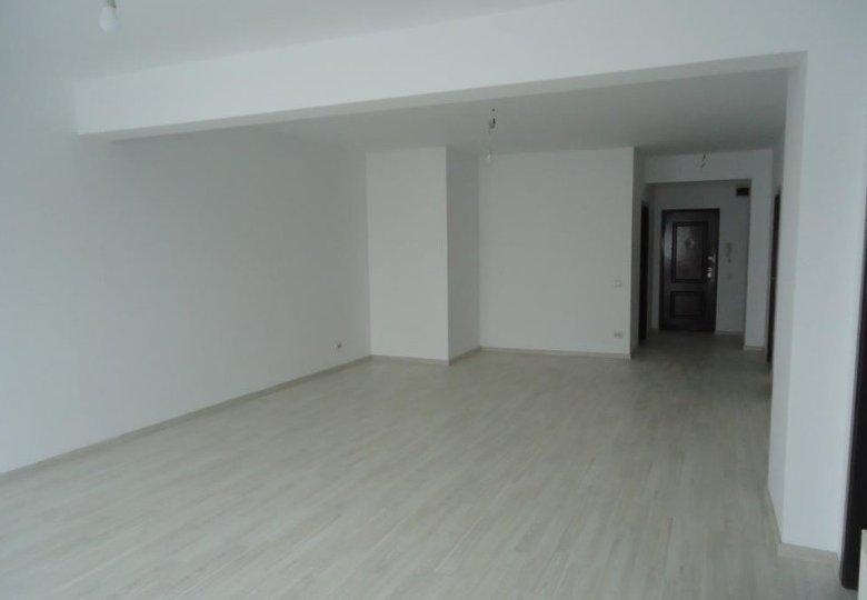 3 camere spațioase + terasă și loc de parcare inclus în preț, Centru
